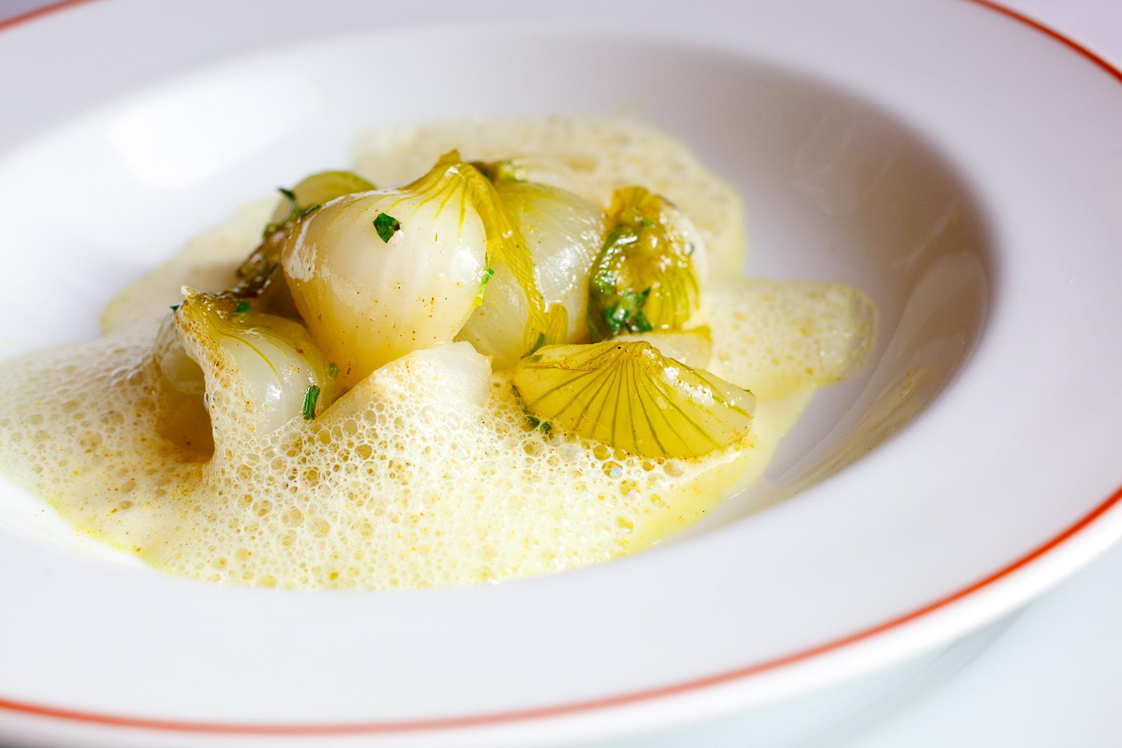 Oignon nouveau, sarriette et 'curry'