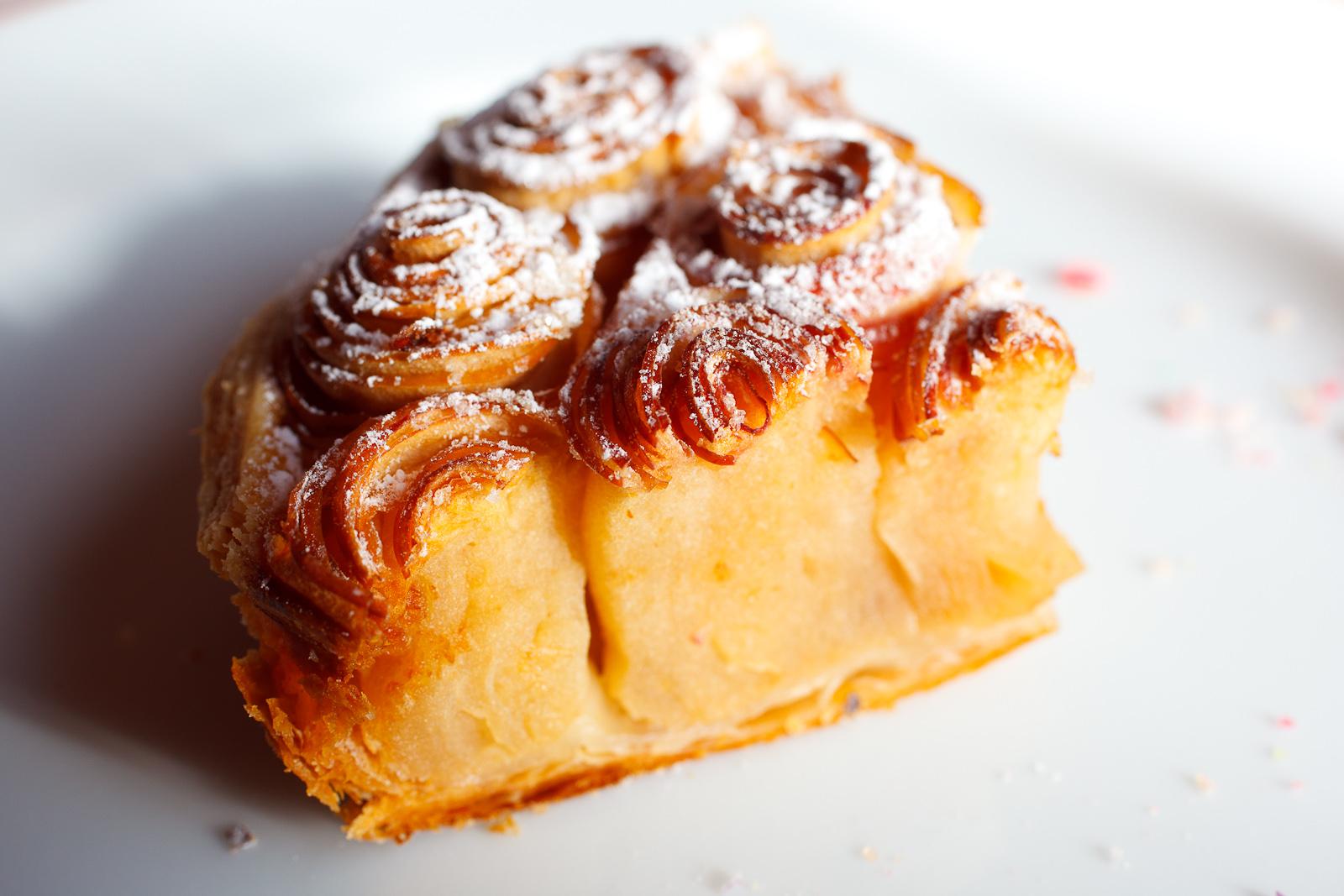 Tarte aux pommes Bouquet de Roses©; caramel au lait, slice