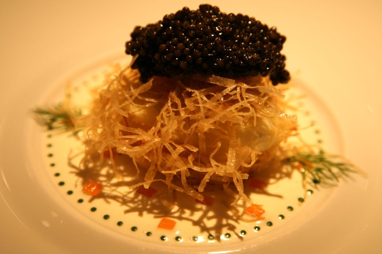 L'Oeuf de Poule mollet et friand au caviar et saumon fumé
