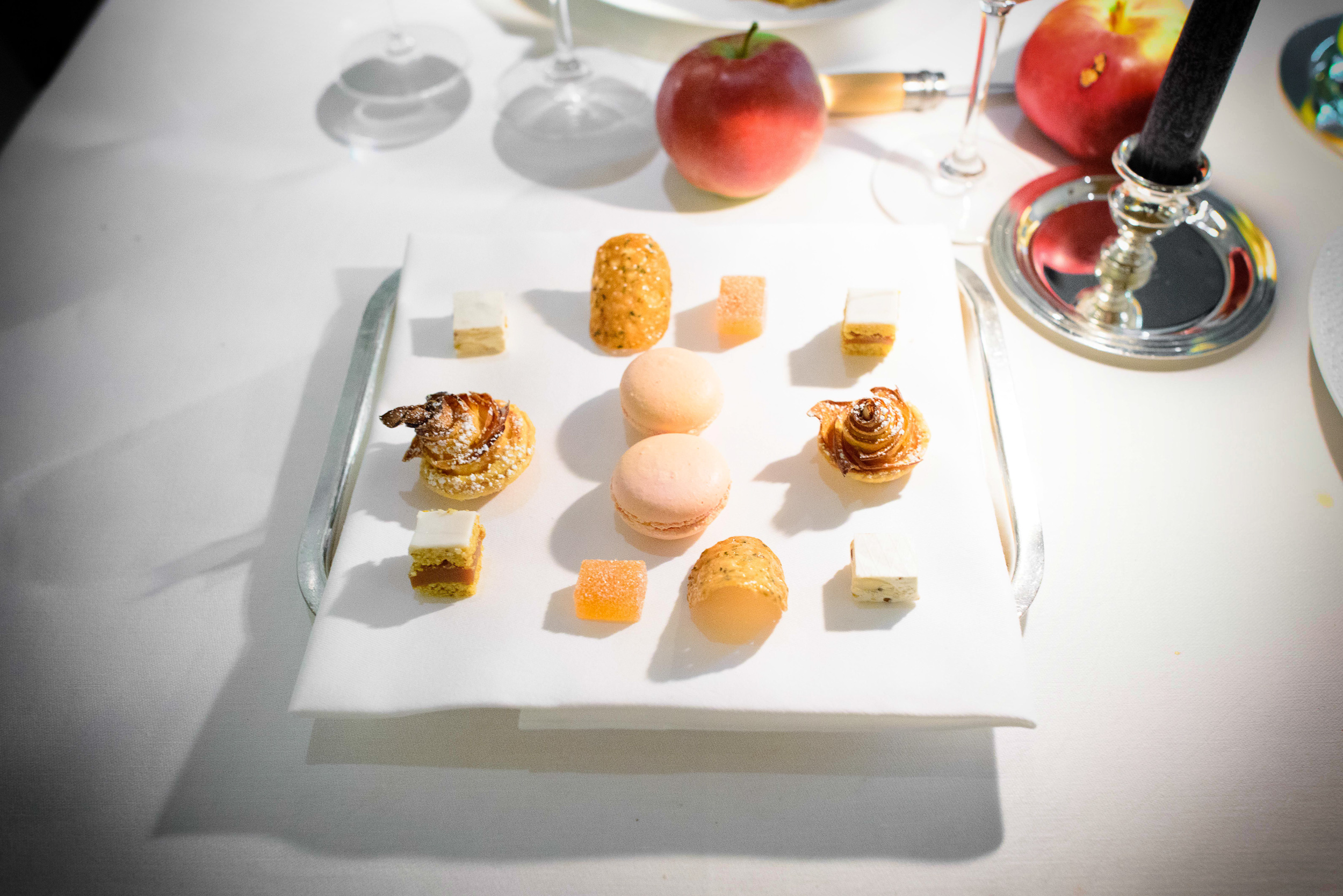 16th Course: Suceries: macaron, chocolat, nougat