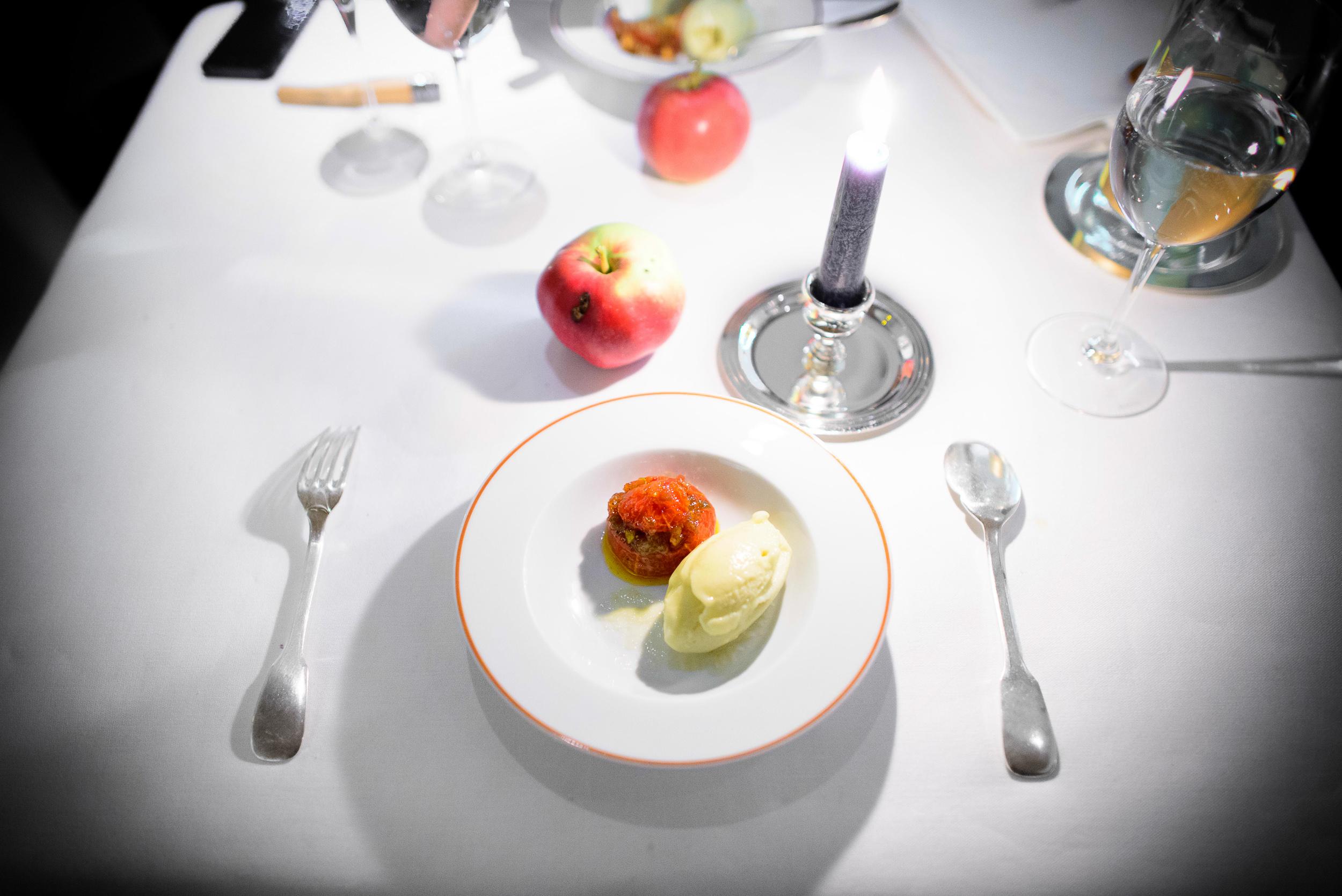 19th Course: Tomato et glacé à la rhubarbe