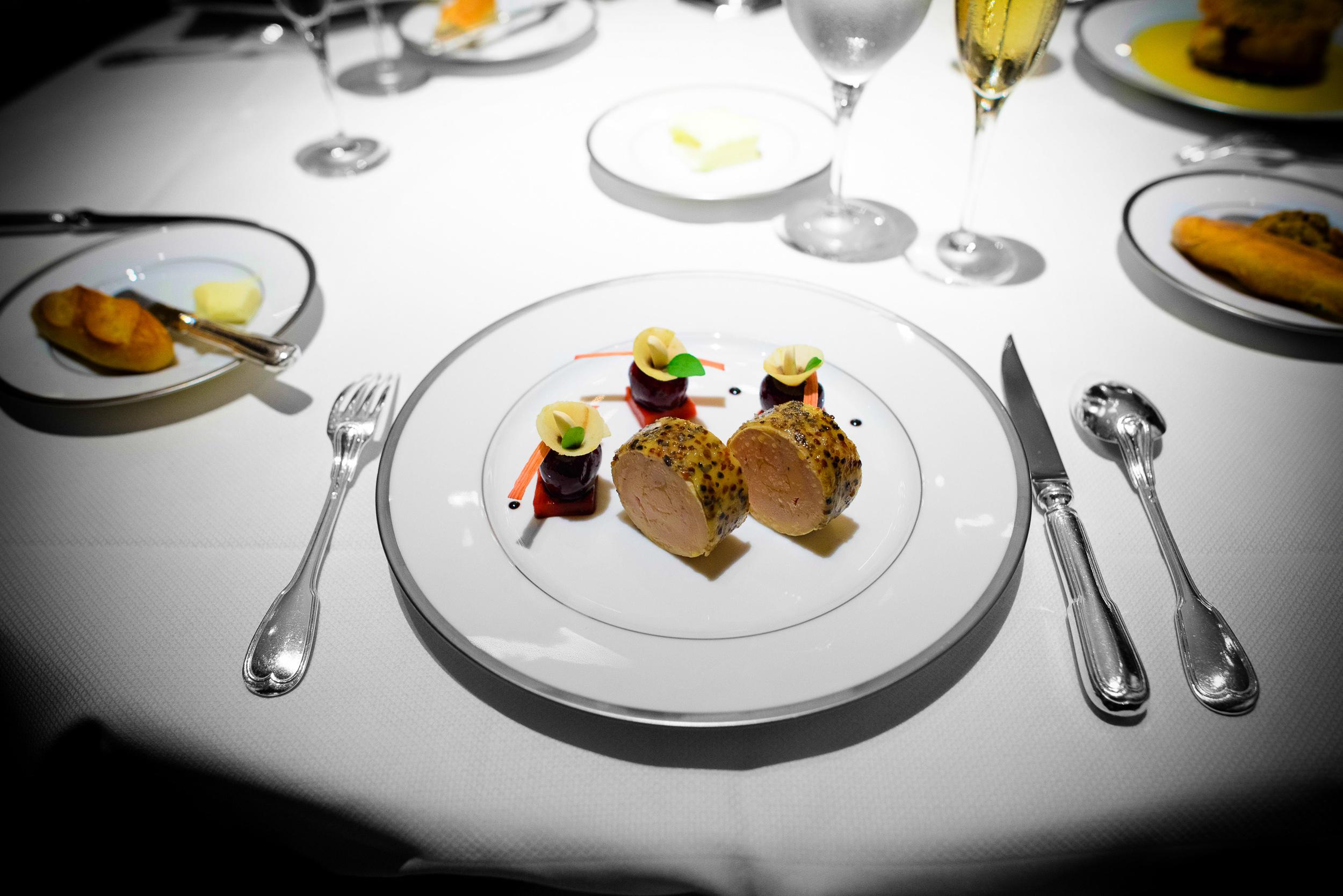 Lobe de foie gras de canard landais en croûte de poivre, duo de