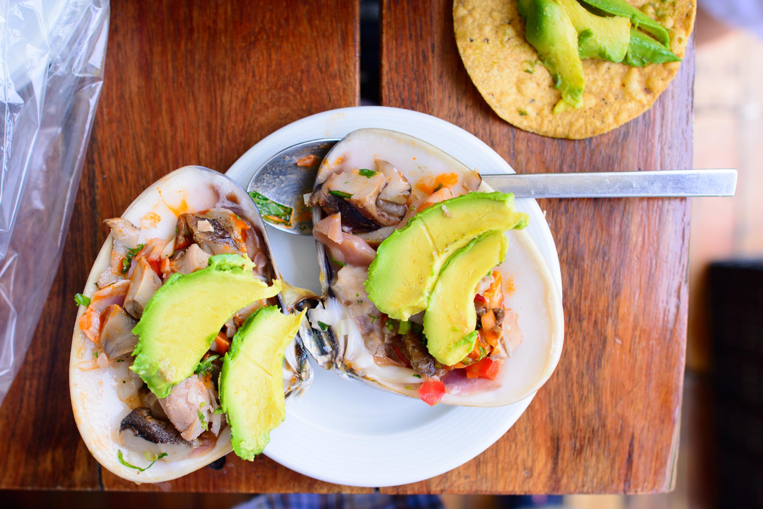 La Especialidad de Pablito (Pismo clam, snail, avocado, lime)