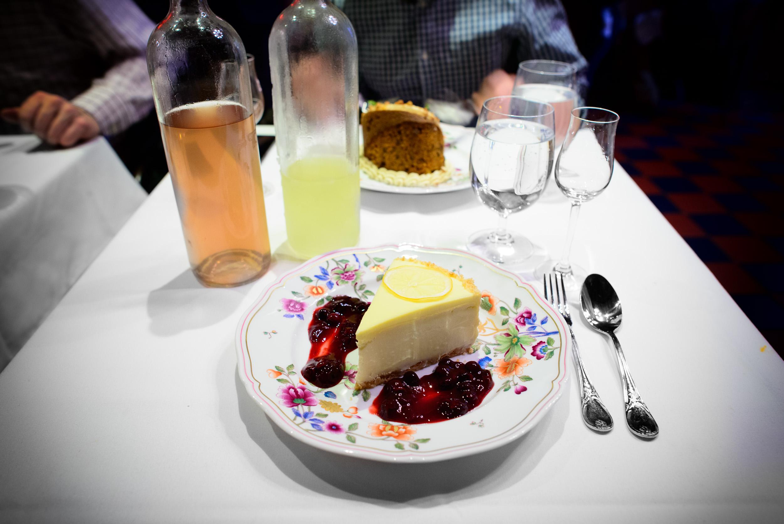 Lemon cheese cake, sliced