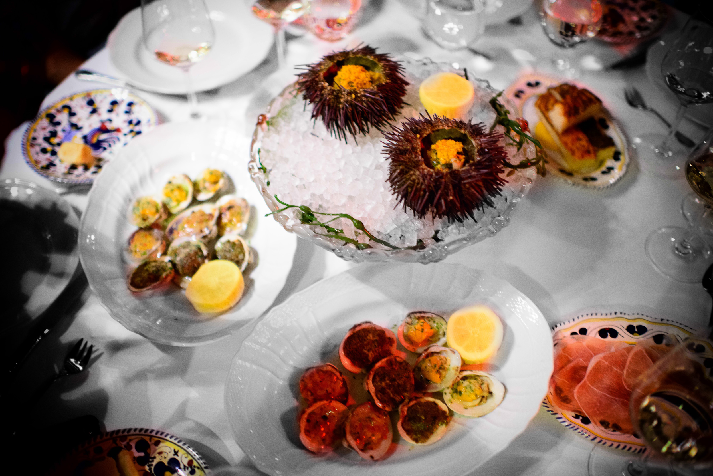Assorted baked clams, sea urchin with spicy bread crumbs