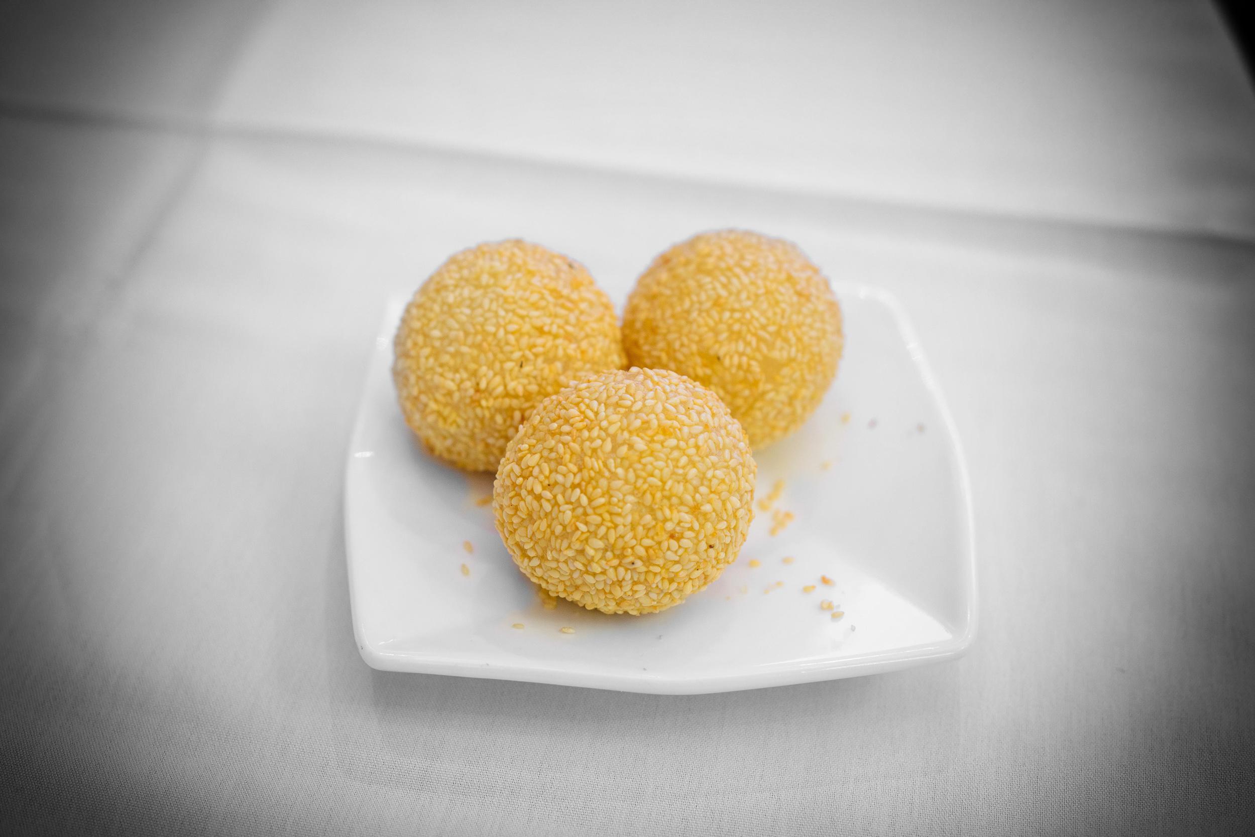 Sesame balls with sweet pork