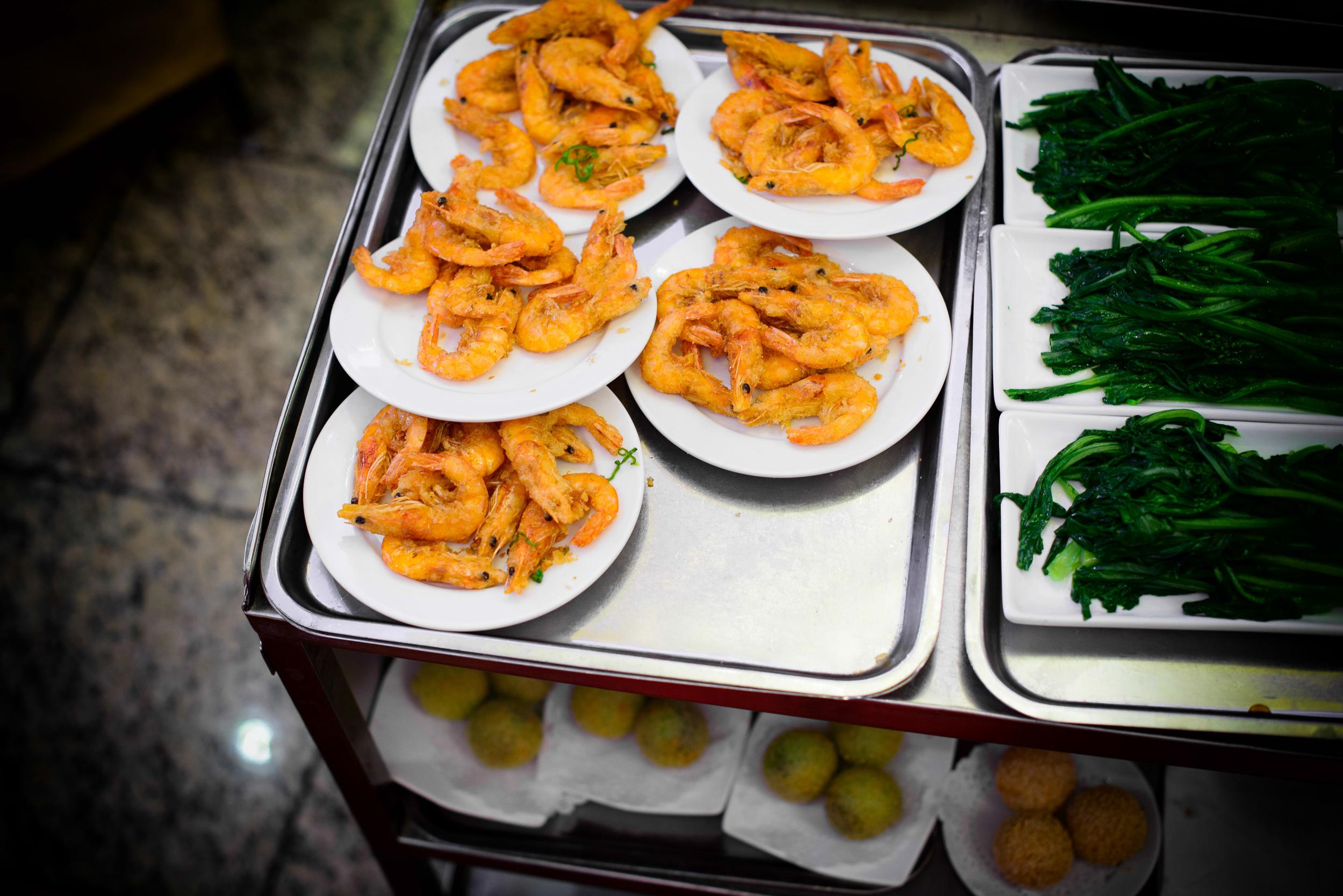 Deep-fried shrimp, Chinese broccoli, pork buns