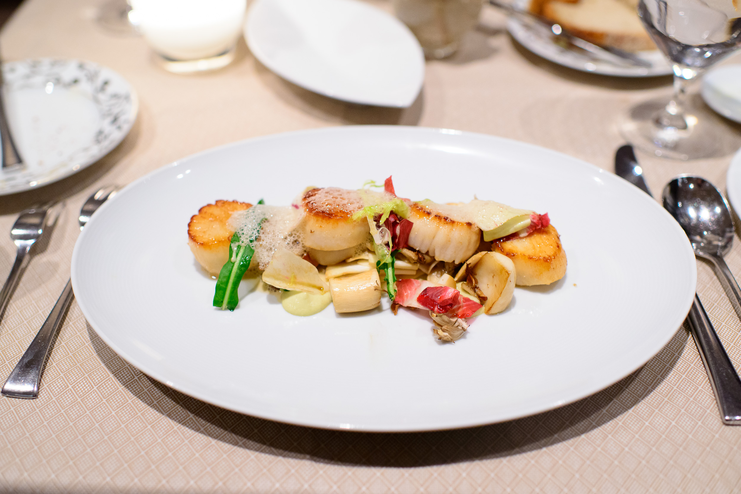 Capesante - pan seared sea scallops, hedgehogs, hen of the woods