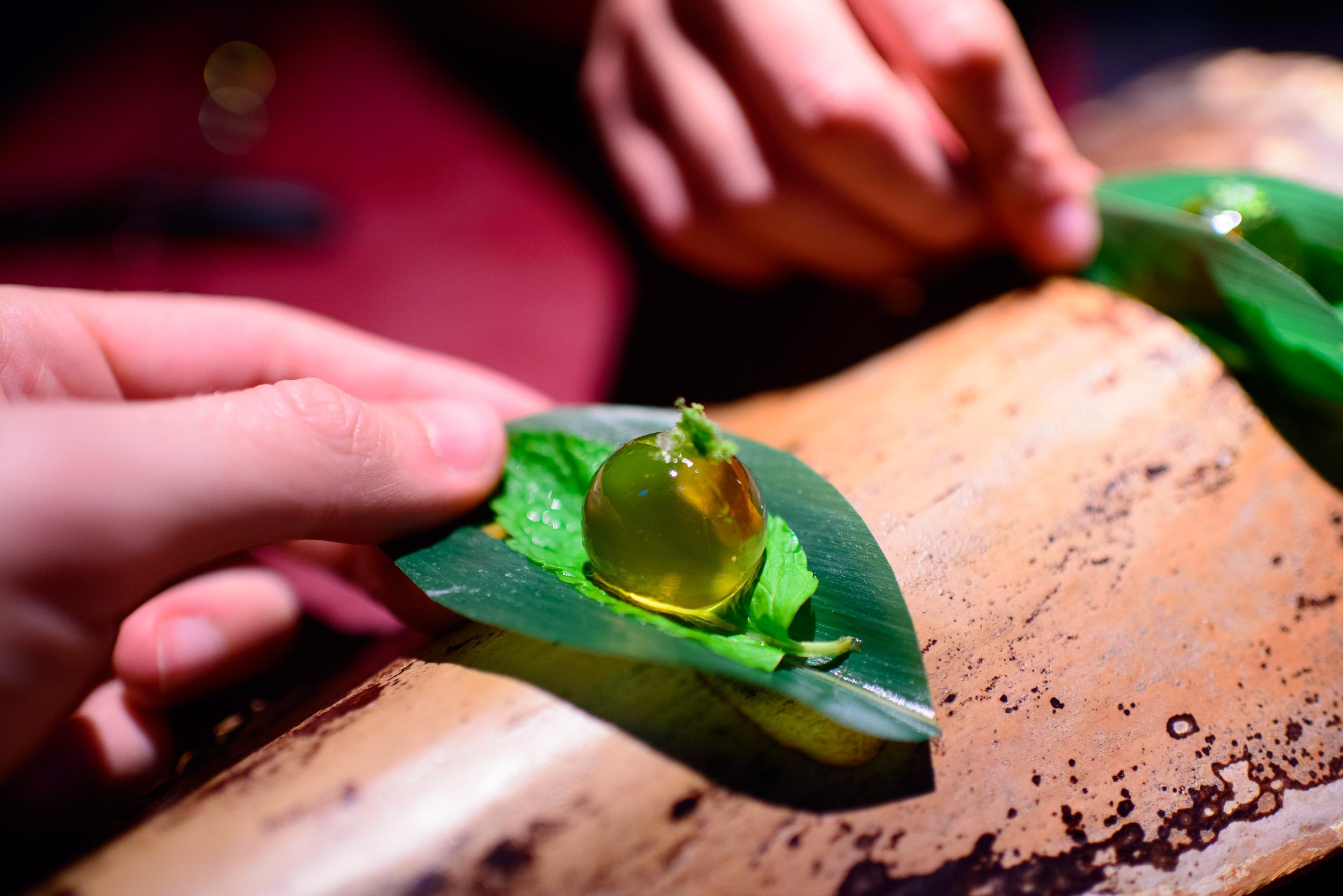 Ambar de miel de agave, tequila, y lima, up close