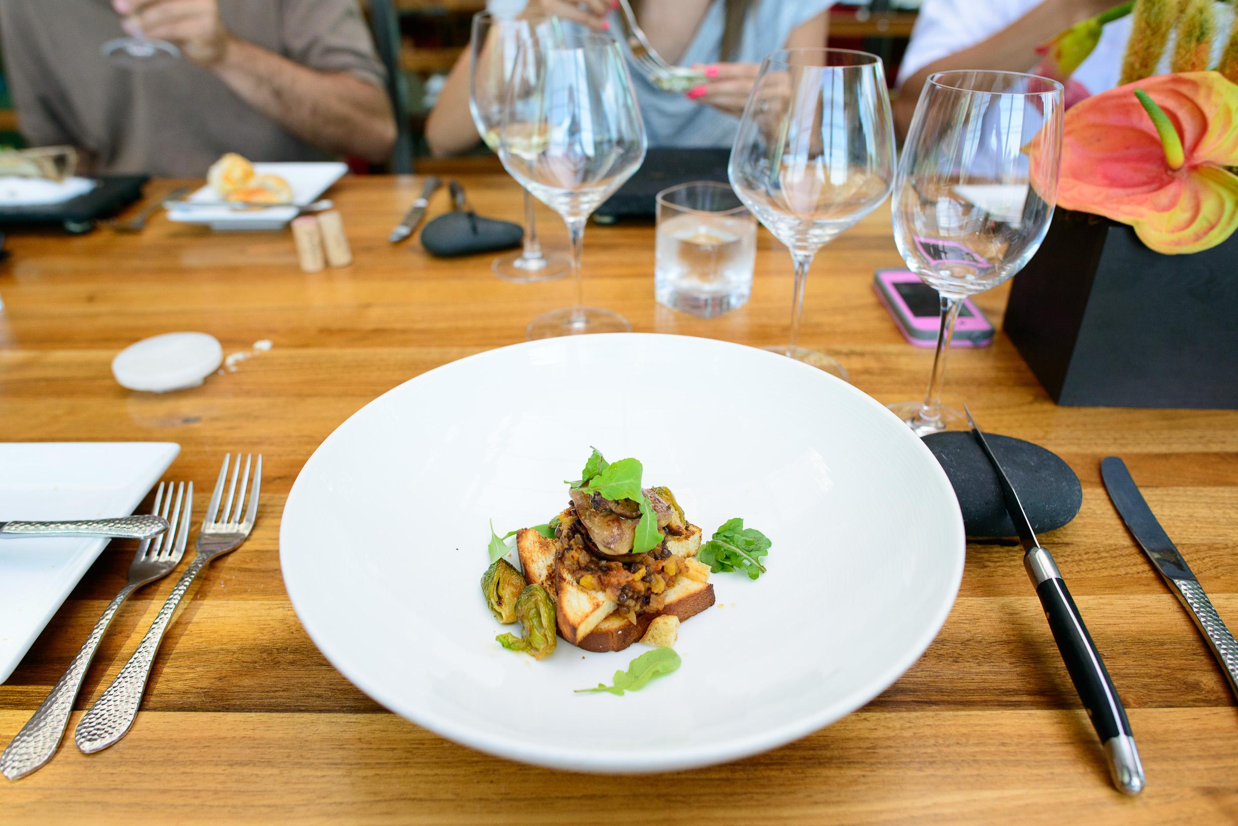 Foie gras sellado - estofado de lentejas, chipotle seco (Seared