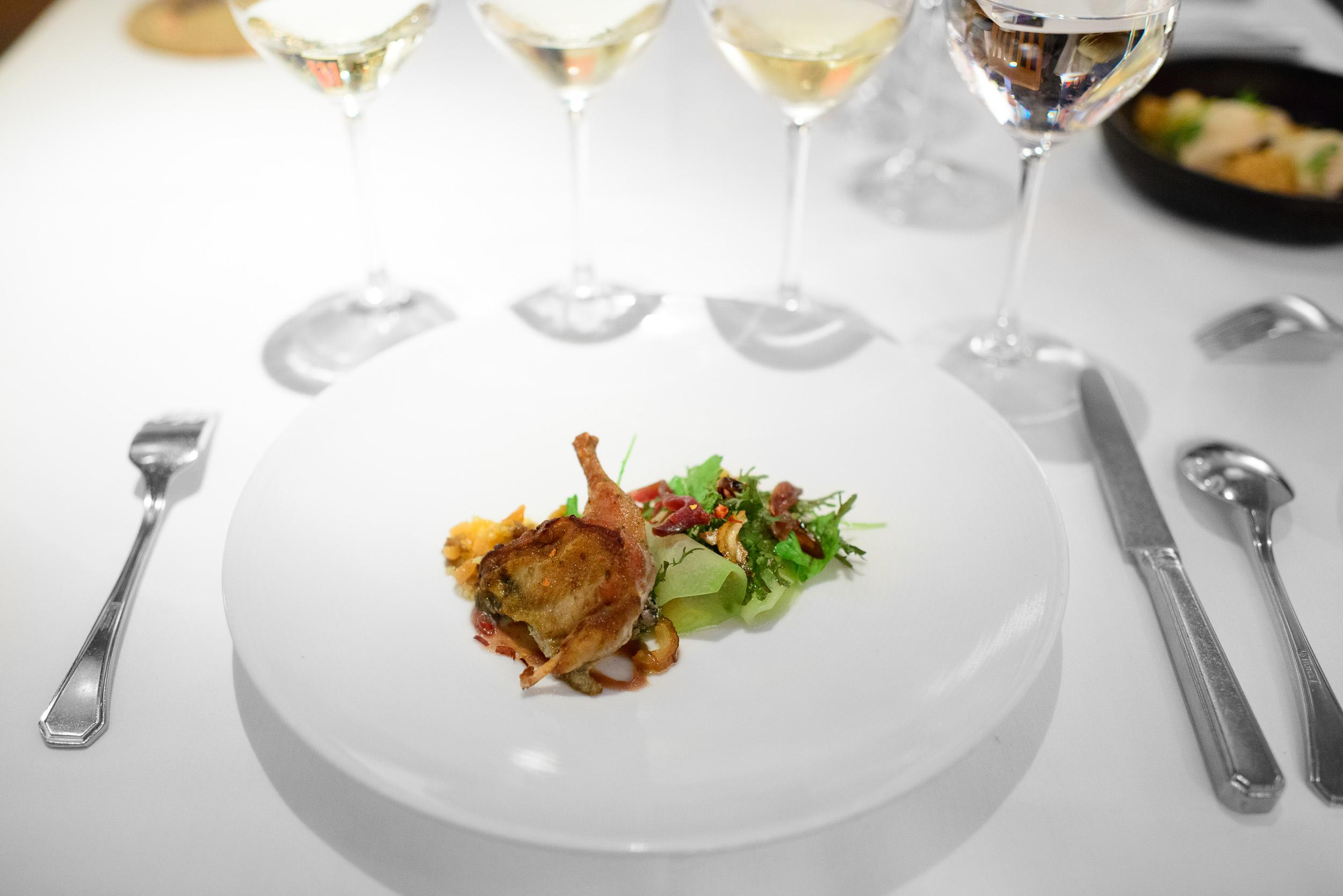 Angry birds - Olivewood-smomked quail, salsa mach (bird food, su
