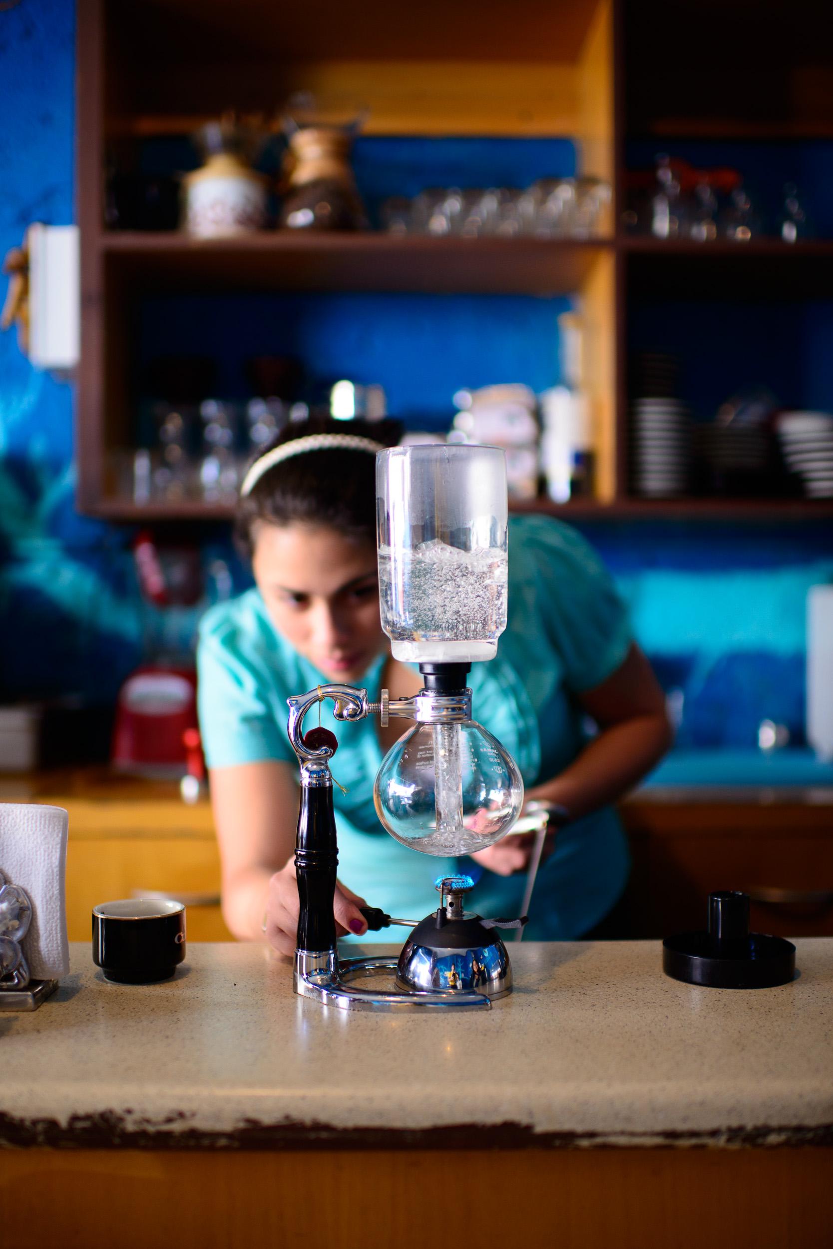 Preparing Siphon Coffee