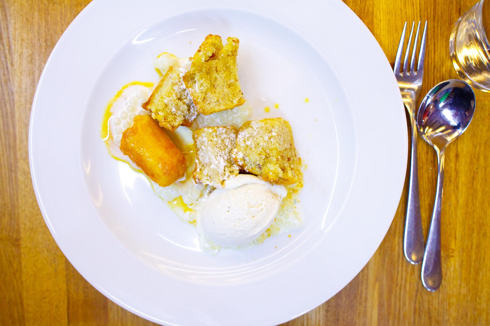 Pastelito de almendra, tapioca, plátano en dulce y helado de plátano (almond cake, tapioca, caramelized banana, and banana ice cream) (98 MXP).jpg