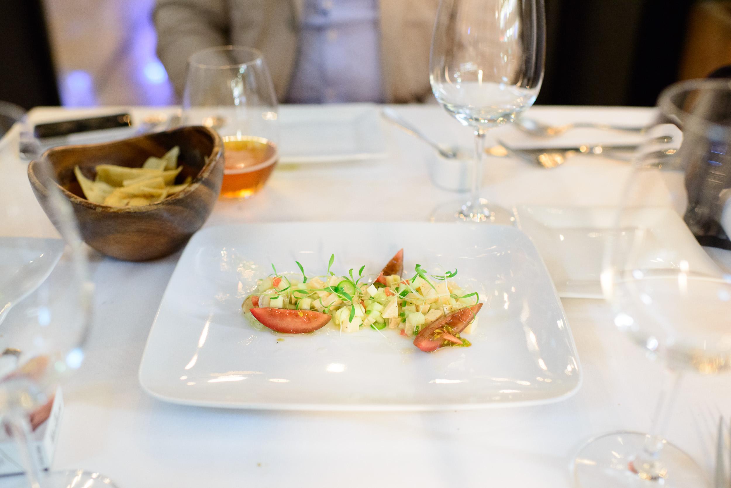 Coctél de abulón, manzana, pepino, chile serrano, jitomate (Ab