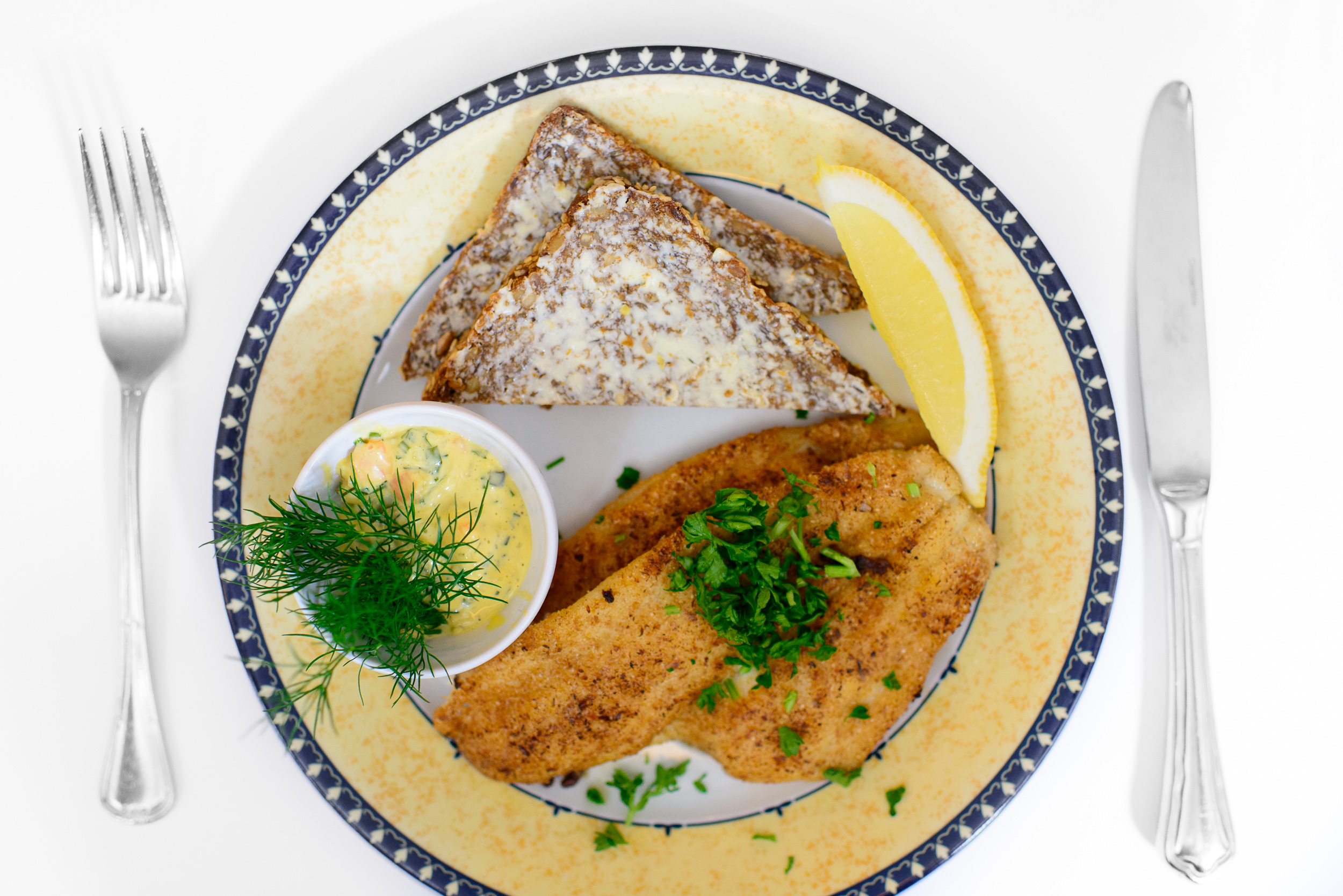 Pan-fried fillets of plaice, lemon and tartare suace