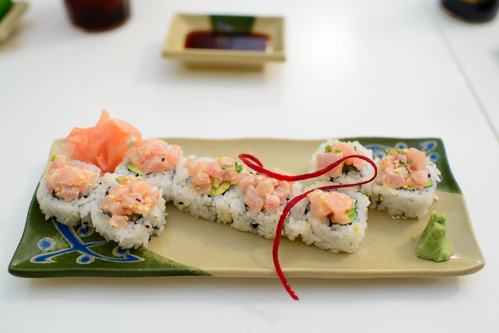 Rollo de cangrejo y camarón con dorado