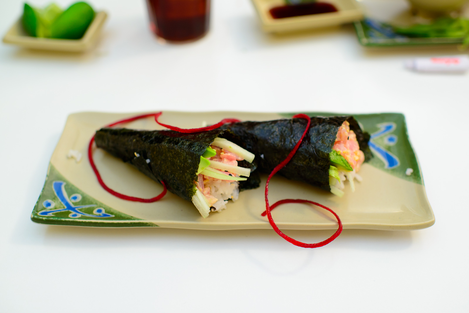 Conos de spicy atún (Spicy tuna rolls)