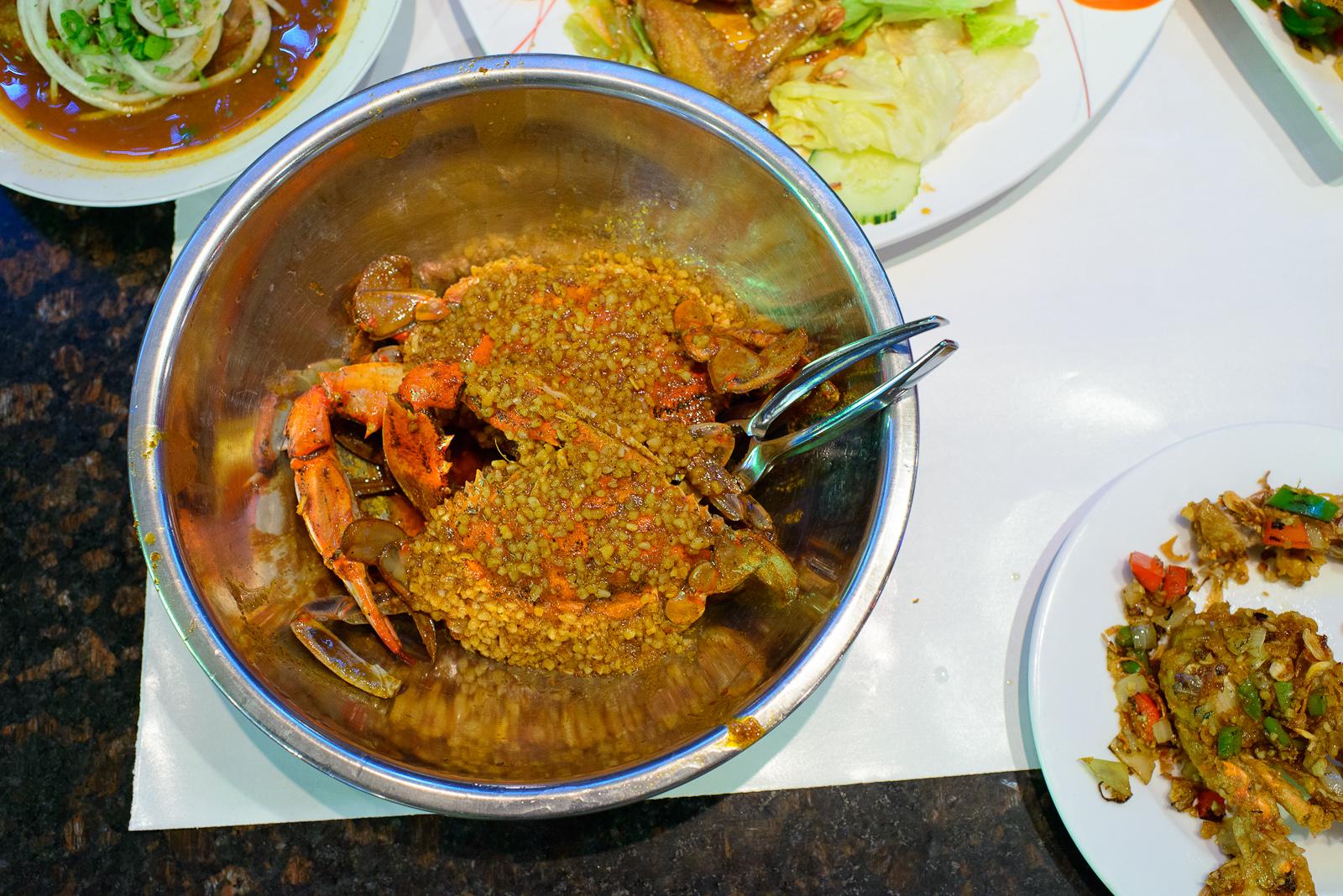 Fresh blue crab stir-fry with salt and pepper