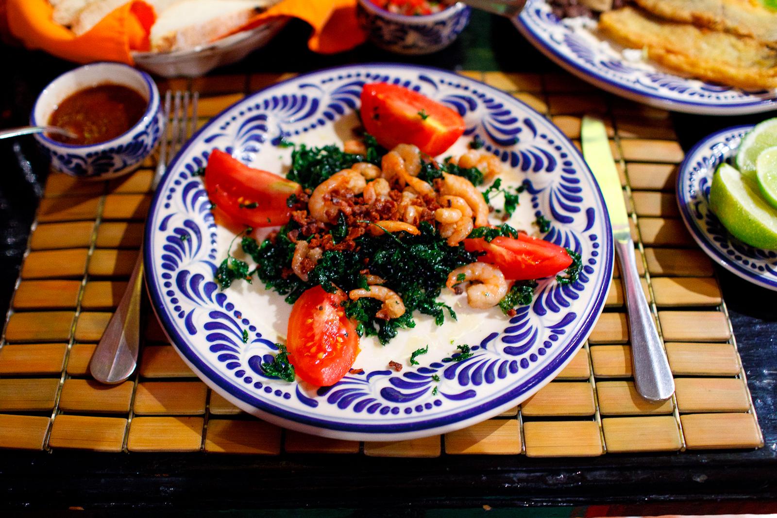 Perejil frito con limón, sal, camarones, y tocino espolvoreado (Fried parsley with lime, salt, baby shrimp, and bacon powder) ($62 MXP)