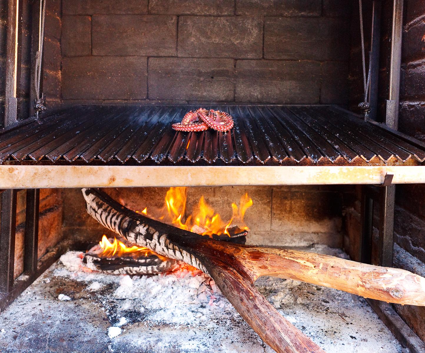 Pulop a la Parilla (Octopus on the grill)