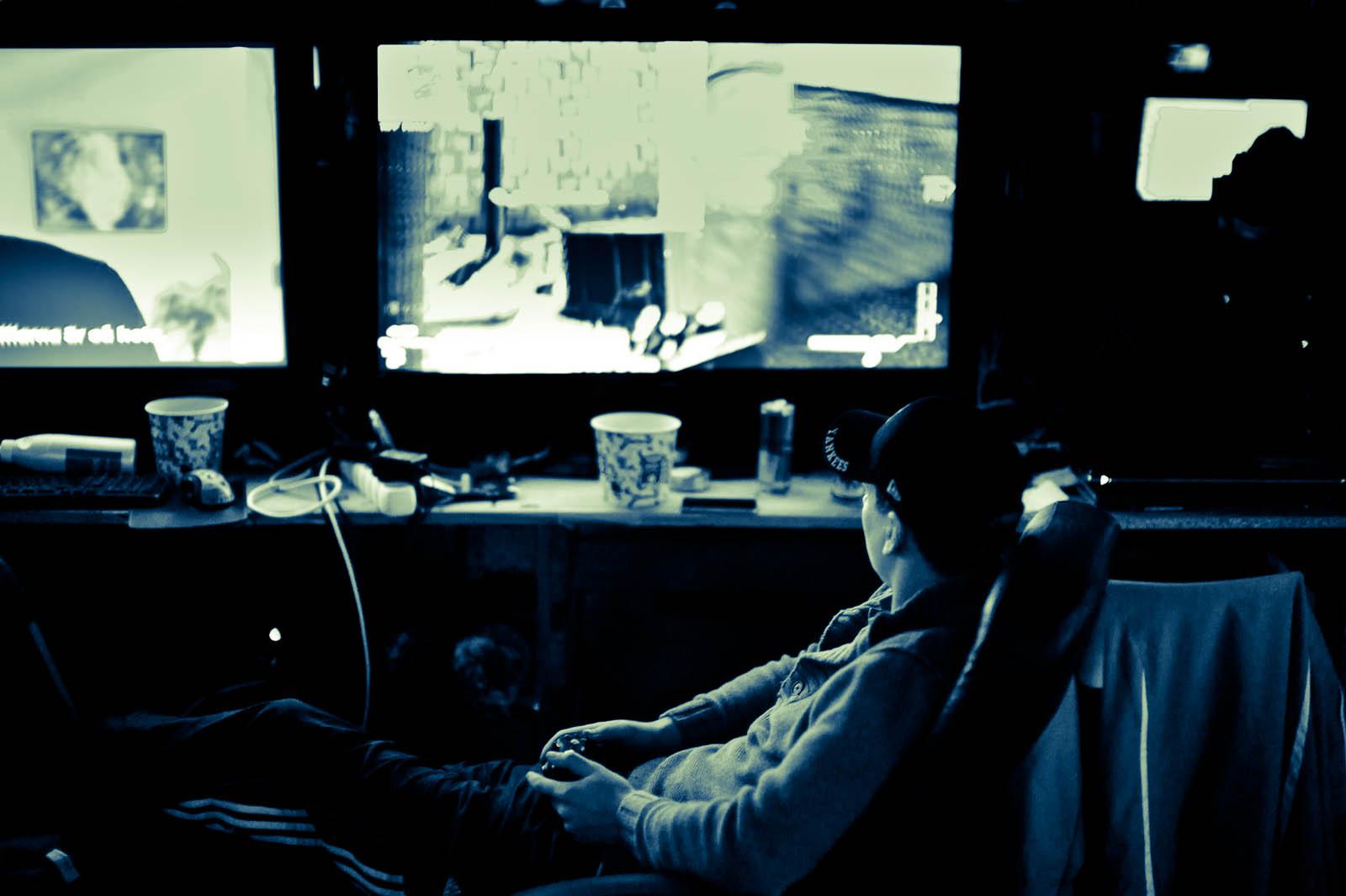 """Gaming on dual 40"""" TVs"""