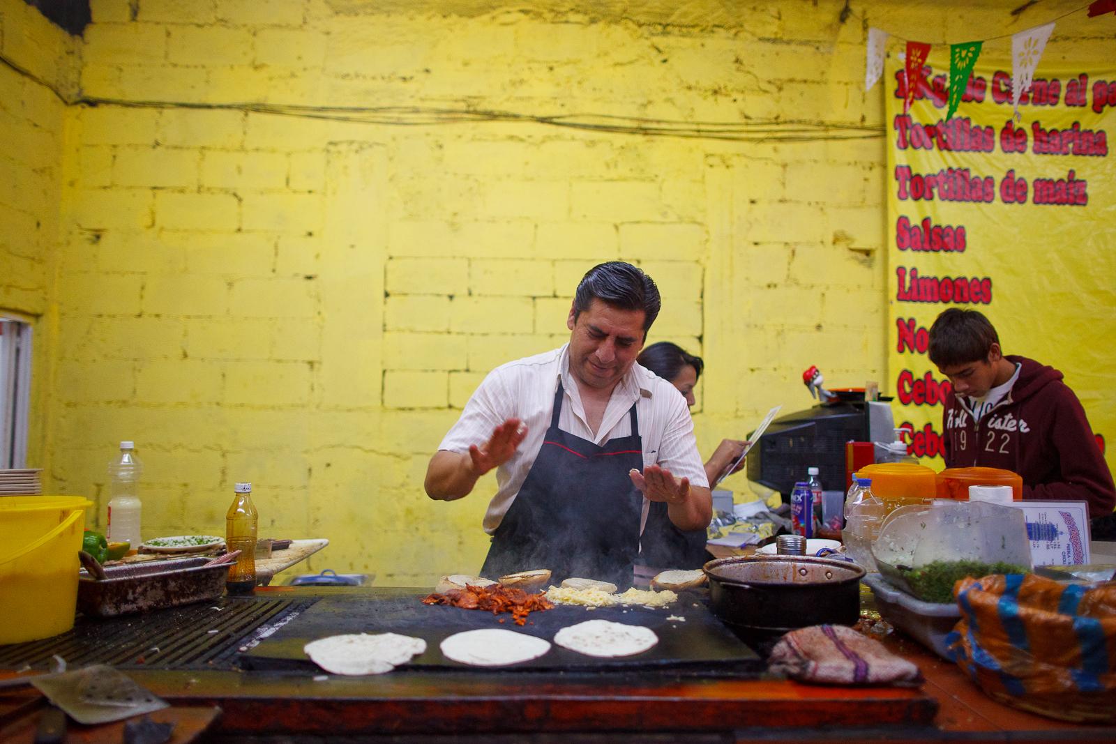 El taquero, working his magic