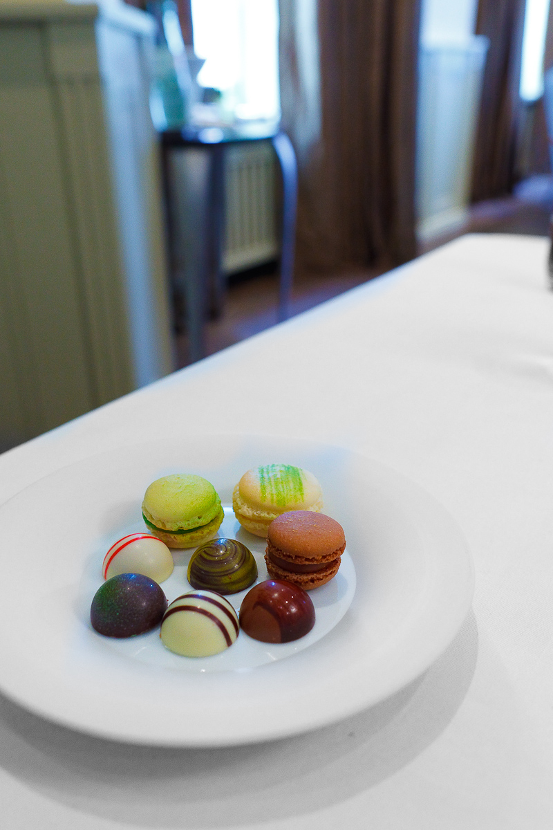 Petits fours: Assorted chocolates