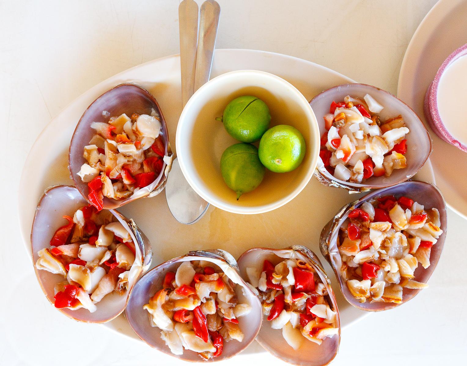 Almejas chocolatas (chocolate clams) (MXP $35)