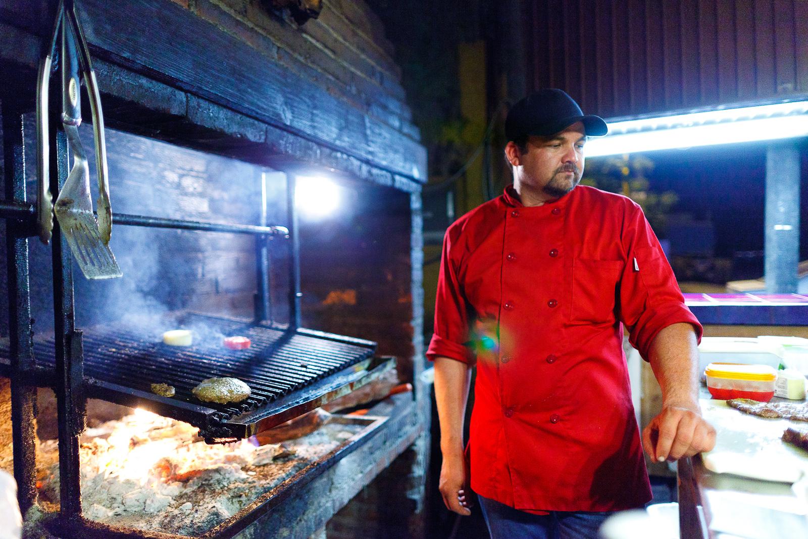 Tomate y provoleta en la parilla (tomato and provolone cheese on the grill)