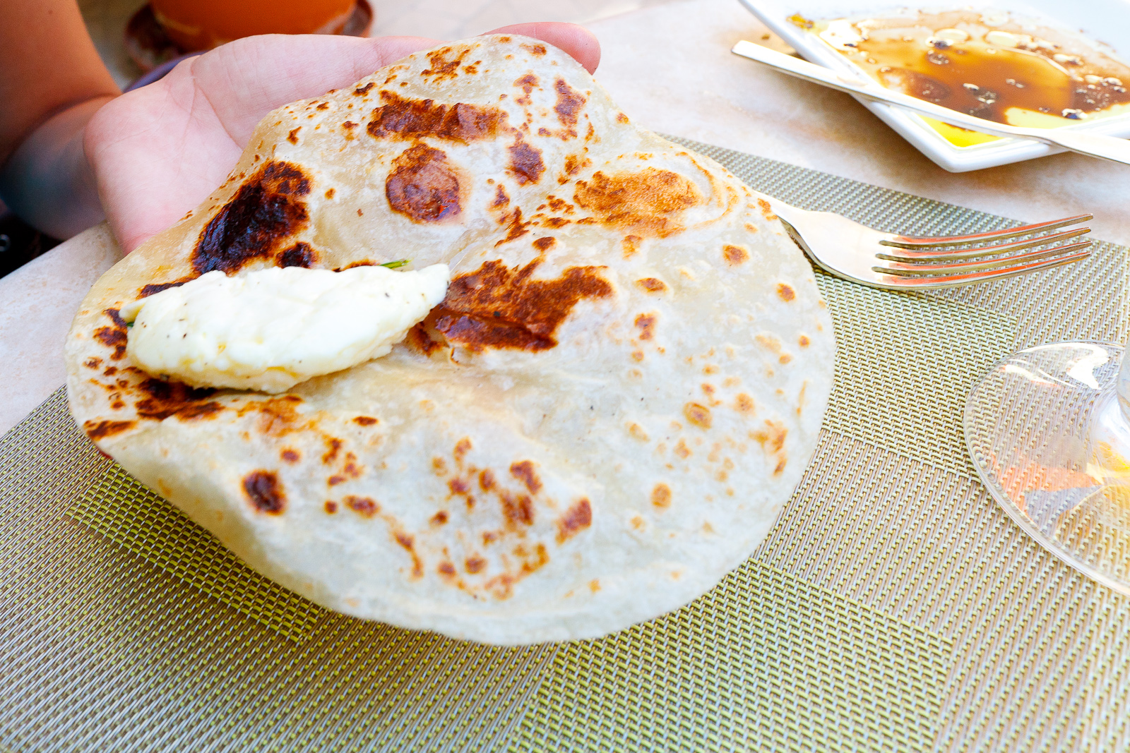Tortilla de harina con queso fresco