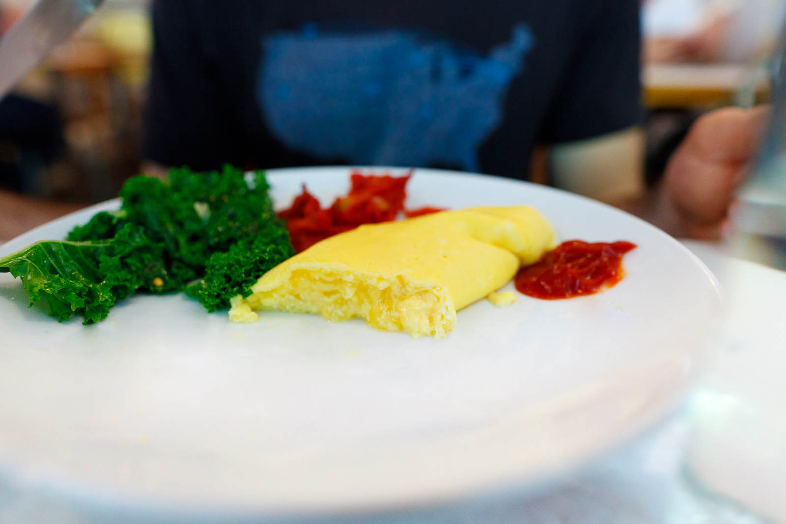 Grafton cheddar omelette with broiled tomatoes ($10)