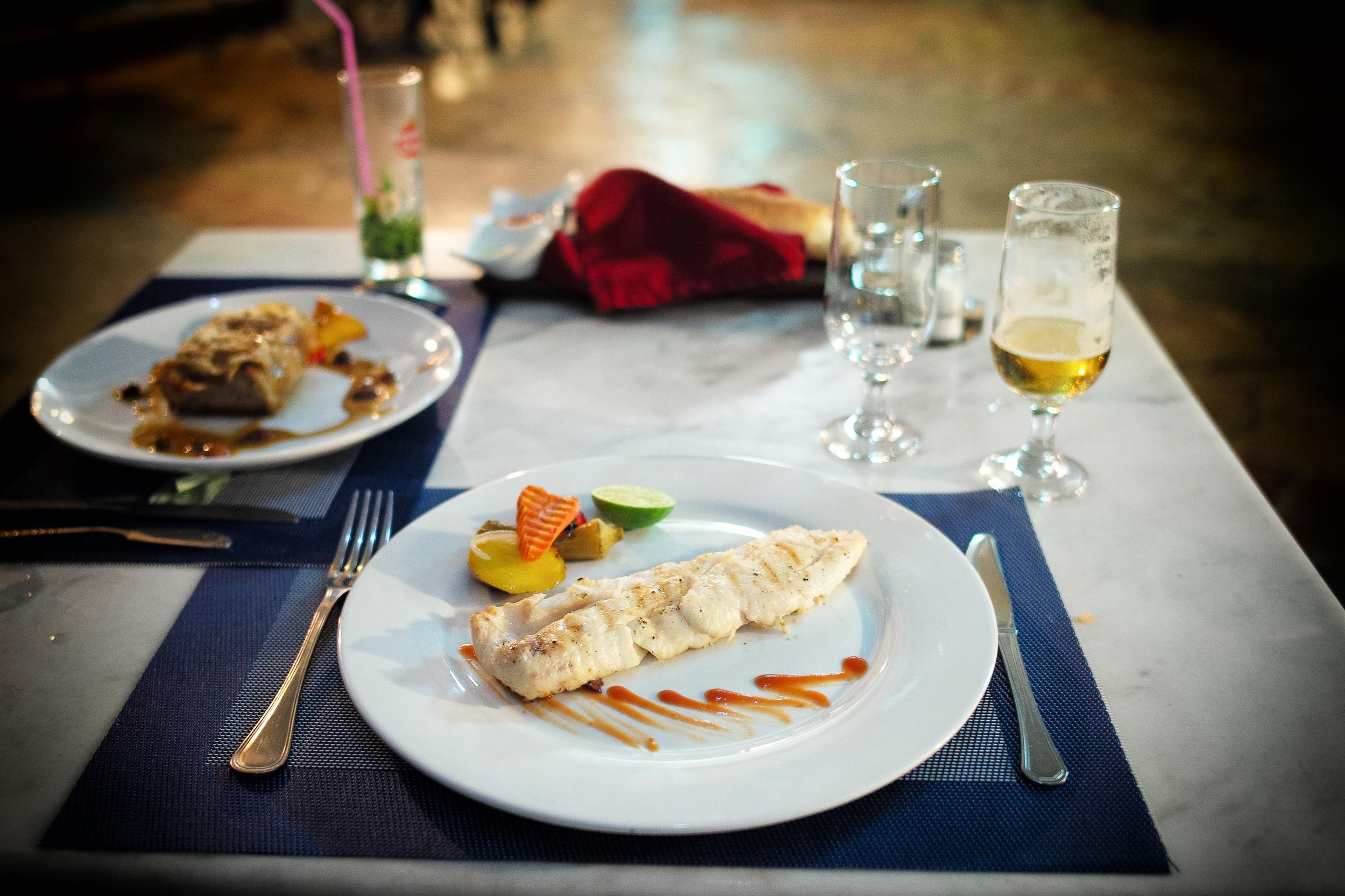 Filete de la pesca del día (Simple-grilled catch of the day)