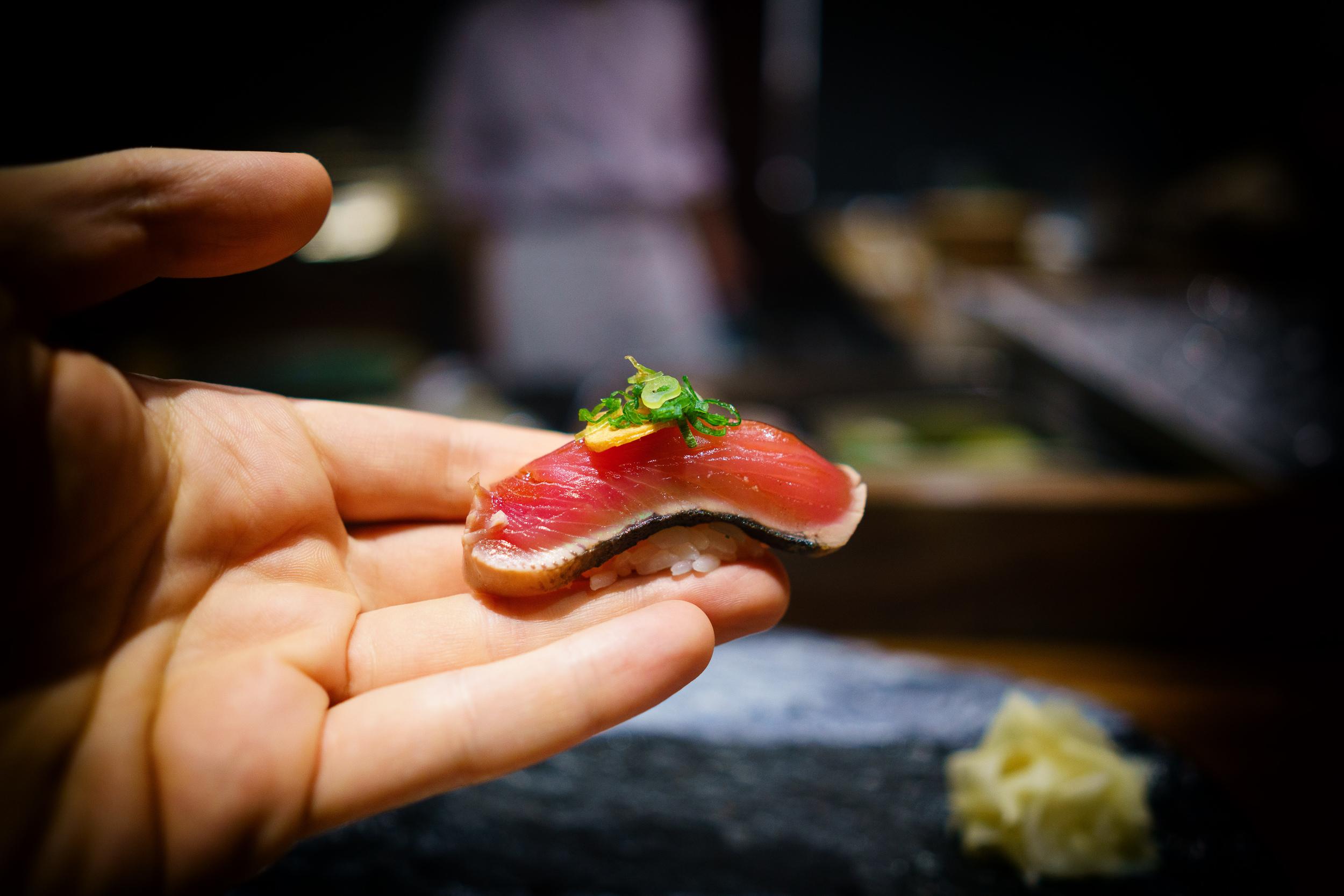 Katsuo (skipjack tuna) with garlic and scallion