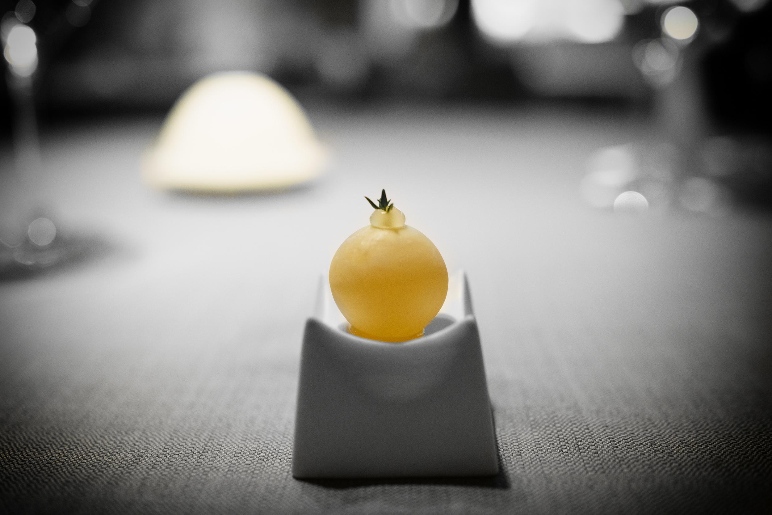 Black lemon tea with thyme