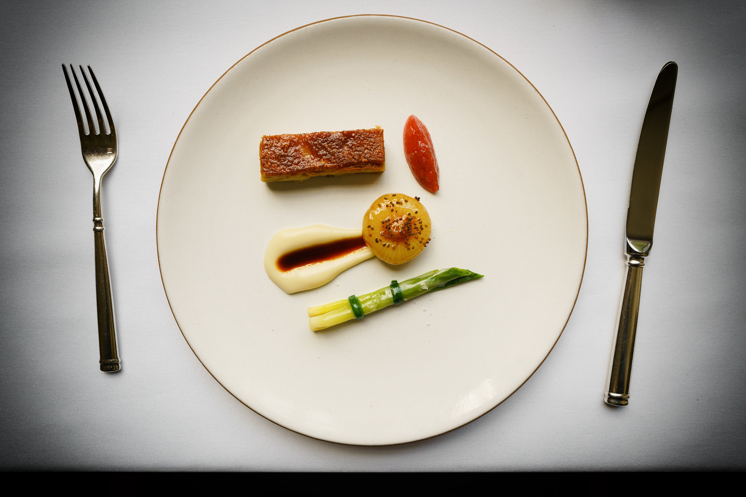 Suckling pig: config with rhubarb and cipollini onion (2002)