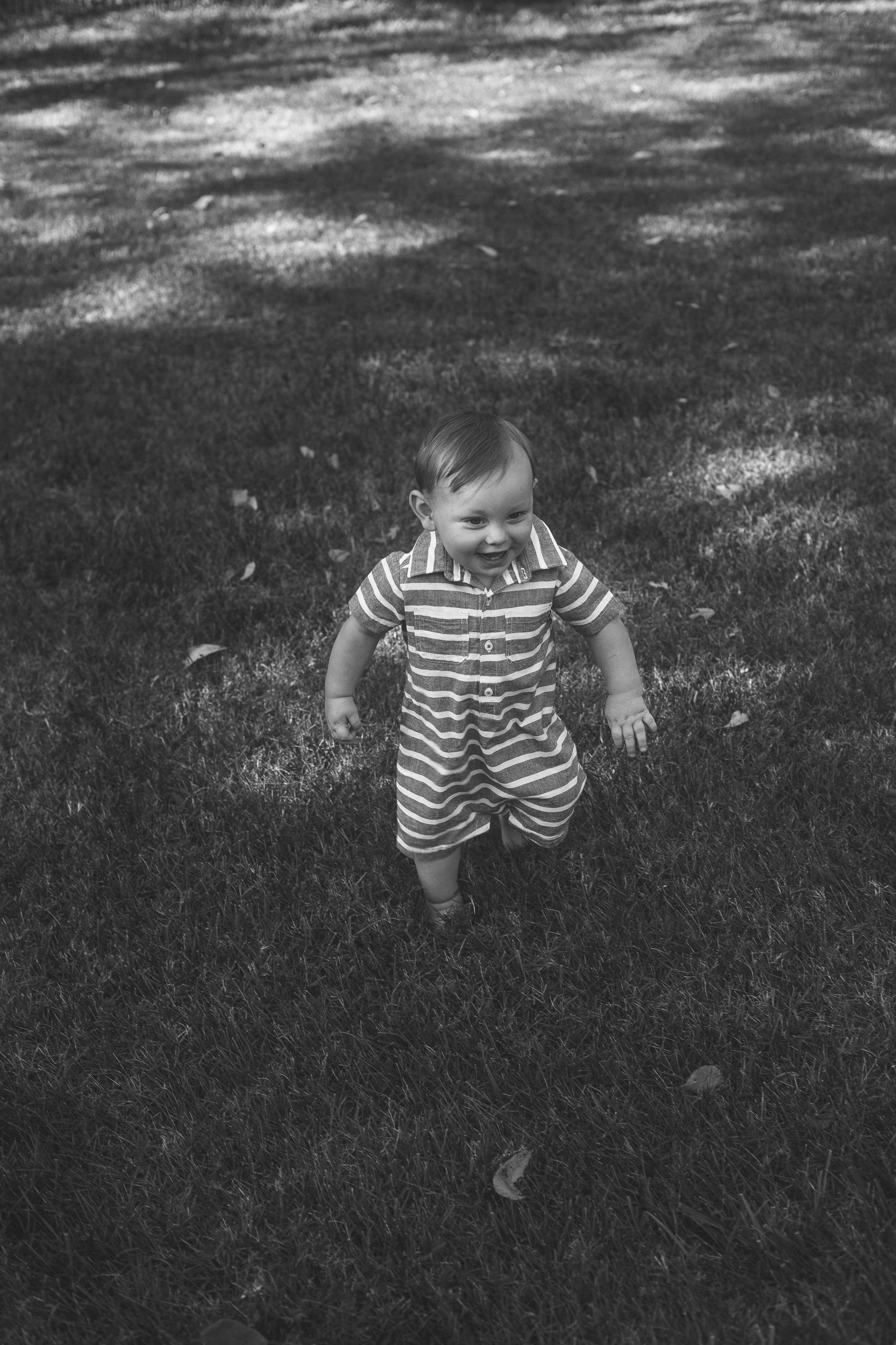 BabyBoyPortraitOutdoorTN1.jpg