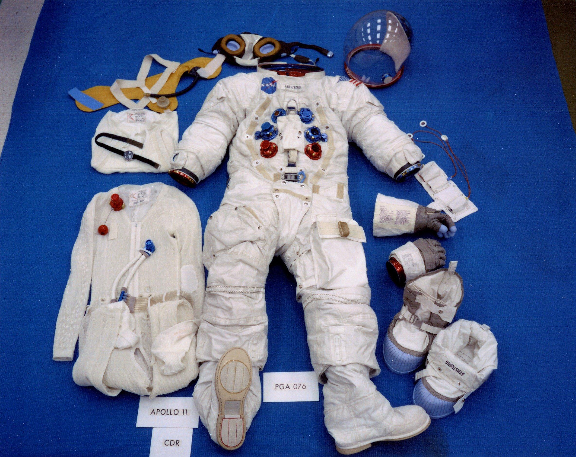 Apollo_11_space_suit.jpg