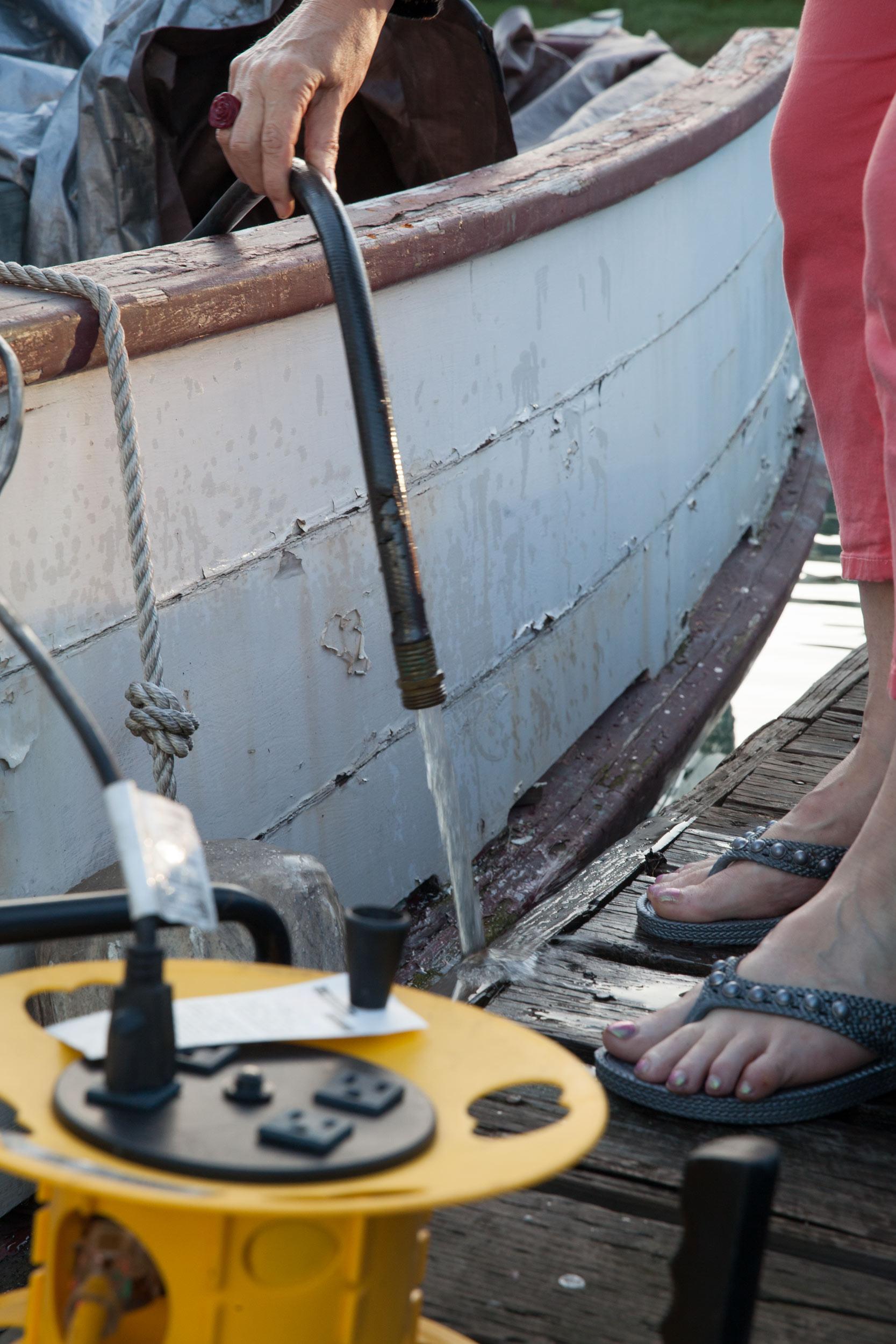 Houseboats-boat-sink-hose-MissionCreek-SF.jpg