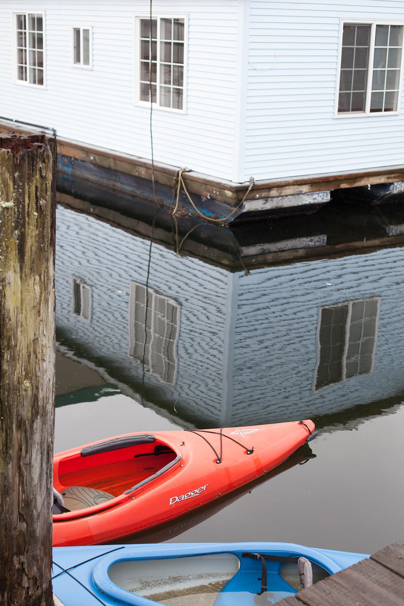houseboats-kayak-lake-Seattle.jpg