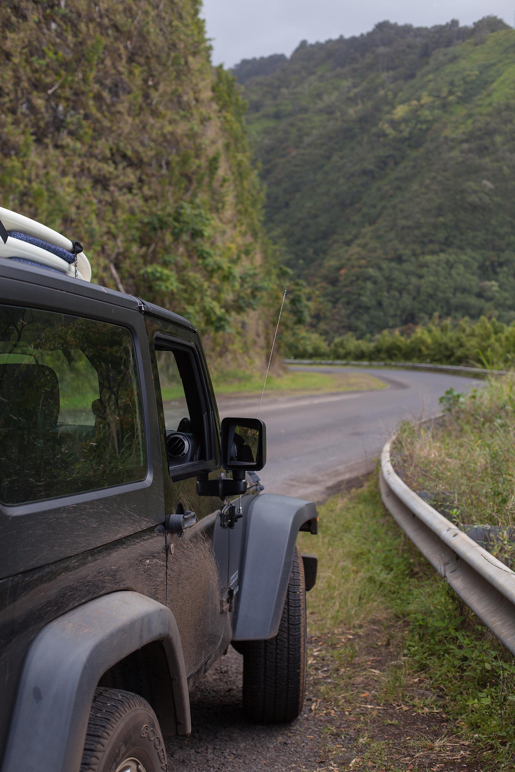 Wrangler-Jeep-sport-road-Maui-Hawaii.jpg