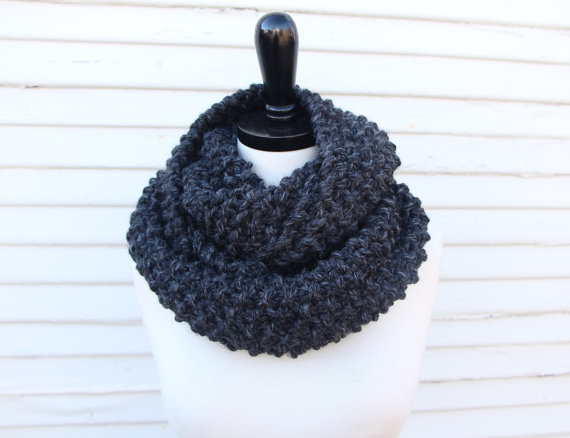 The seed stitch cowl comes in two lengths: single and double loop