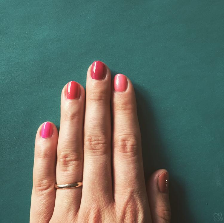 pinkhuehand_www.mademoiselleeuge.com.jpg