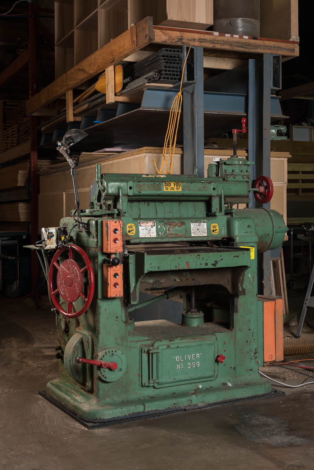 "OLIVER 299D 24"" PLANER, 5 hp 6.6 amp, variable feed rate, 24"" wide x 8"" thick planing capacity"