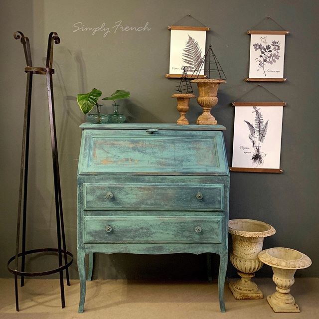 Painting , using my favorite technique and of course my favorite paint Annie Sloan Chalk Paint meant that I spent a day in touch with me . What a privilege it is that I can call that work !!! #anniesloanhome #anniesloansa #simplyfrenchsa #chalkpaint #chalkpaintedfurniture #zibradrama #zibraweeklypick #swedishantiques