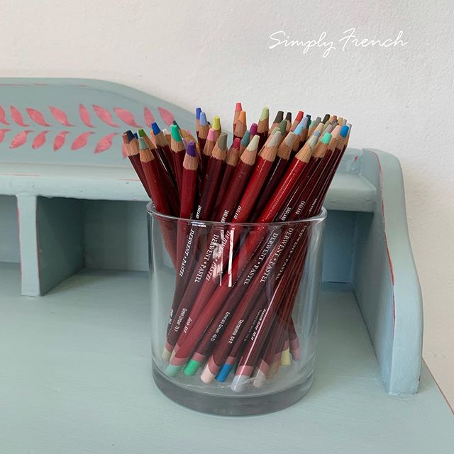 Colour is a joy . I always feel happy when I am painting in Annie Sloan colours 😄#anniesloanhome #anniesloansa ##zibrafurnitureart #simplyfrenchsa