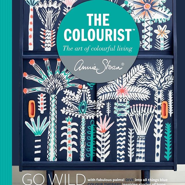 Yay, guess who is featured in the new Colourist by Annie Sloan ? I can't wait to share with you guys . I have to pinch myself to make sure this is real !!!!' #anniesloanhome #anniesloansa #simplyfrenchsa