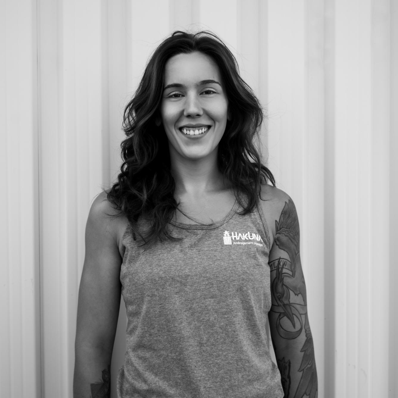 Audrey Hevey  Audrey fait partie de l'équipe depuis avril 2016 en tant que manoeuvre. Passionnée des végétaux, elle fait en sorte que chaque projet est minutieusement réalisé.