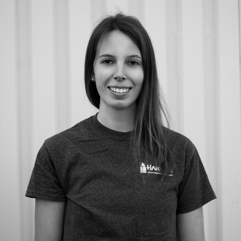 Marie Pier Jussaume  Marie Pier a débuté à l'été 2014 en tant que manœuvre, mais elle a rapidement pris la relève au niveau administratif. Elle s'occupe de la comptabilité et des médias sociaux, mais aussi de la documentation nécessaire à votre projet.