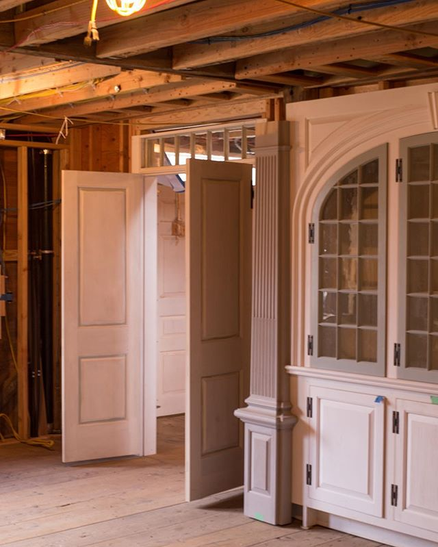 What's better than the feeling of walking into an old home and envisioning it restored to its original beauty? ... Bringing in the new finishes.  Photo: @stonehurstmedia