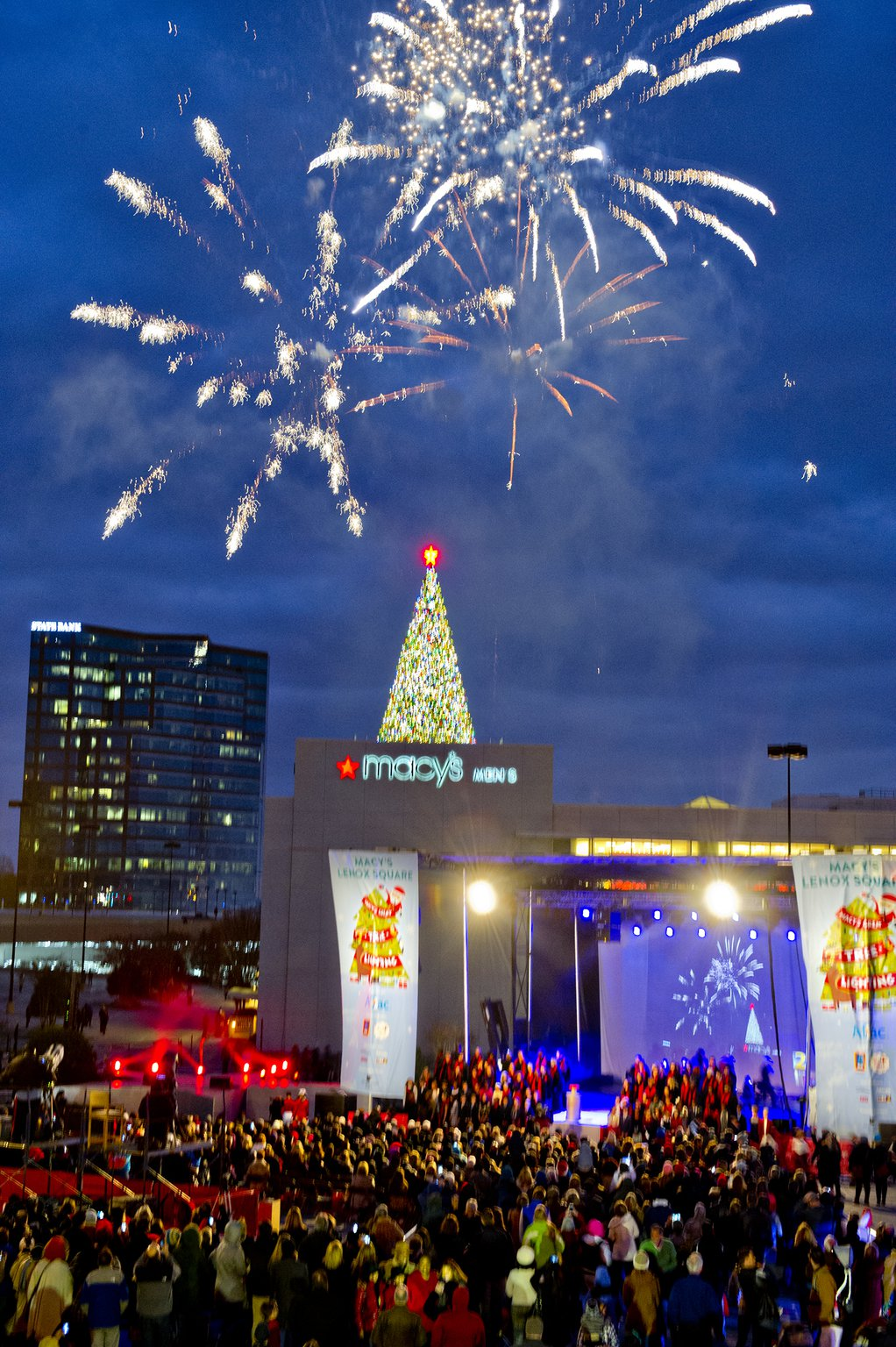 Macy-s-tree-lighting-2014.jpg
